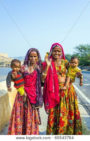 Women Beg For Money With Her Children In Arm