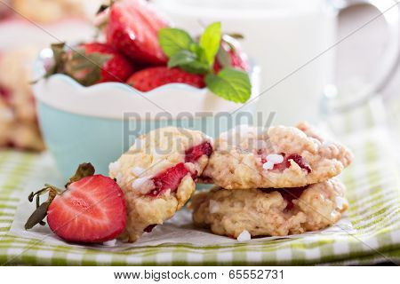 Shortcake cookies with strawberries
