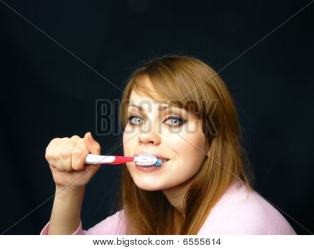 Girl Cleans A Teeth