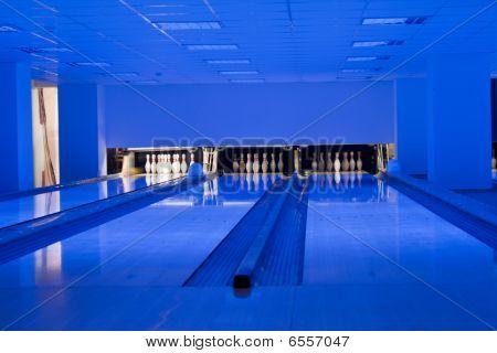Bowling hall / Bowling lanes