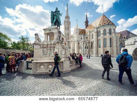 Budapest, Hungary-april 15, 2014: View Of St. Stephen Statue And Matthias Church At Fishermen's Bast