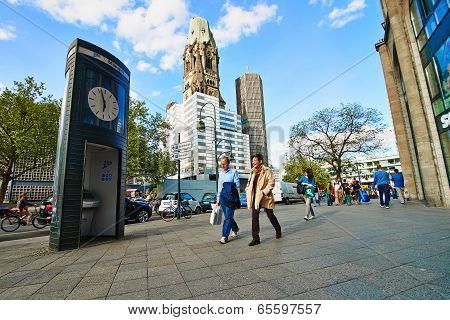 Kurfuersterdamm street and Kaiser Wilhelm Memorial Church
