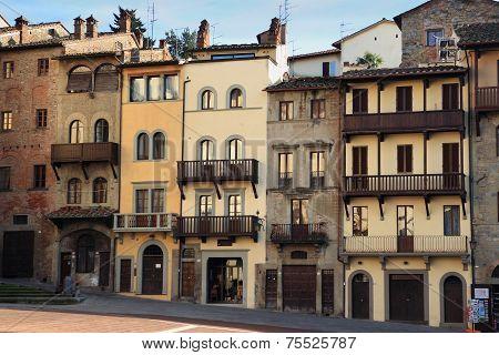 Arezzo Houses