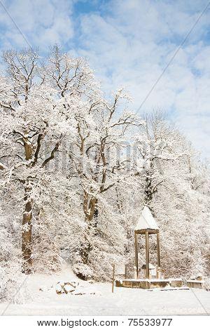 monumente in winter