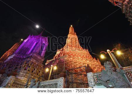 Bangkok - Nov 06 : The Restoration Repairs A Temple Wat Arun  At Night On Nov 06 ,2014 In Bangkok, T