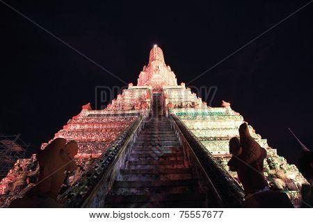 The restoration repairs a temple Wat Arun at night