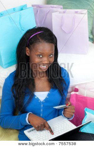 Pretty Woman Shopping On-line
