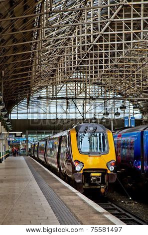 Voyager train an Manchester Piccadilly