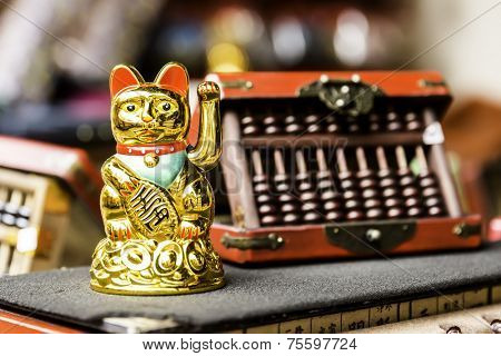Golden Japanese Lucky Cat
