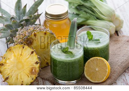 Pokchoy And Pineapple Mix Juice