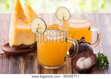 Castalope Fruit And Mangosteen Mix Juice