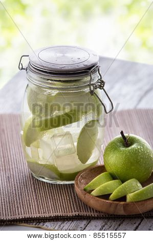 Apple Infuse Water