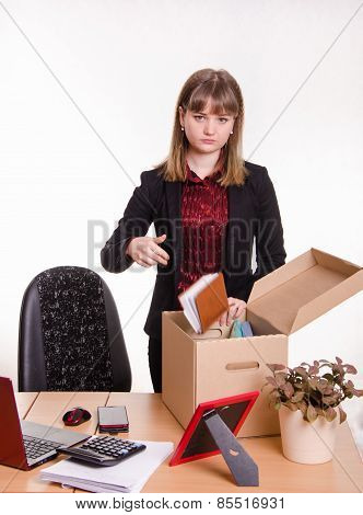 Dismissed Girl In Office Throws Their Stuff A Box