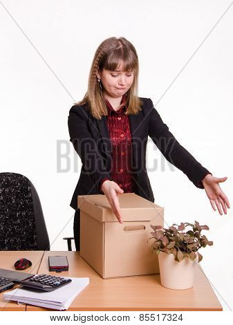 Girl In Office Grotyagivaet Hands To Indoor Potted Tsvutku