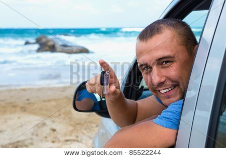 Traveler in the car on the background of the sea