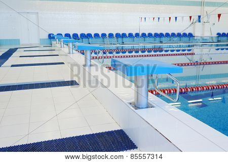 Platform for start and lane of swimming pool