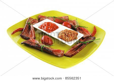 curved slices of beef meat on green plate