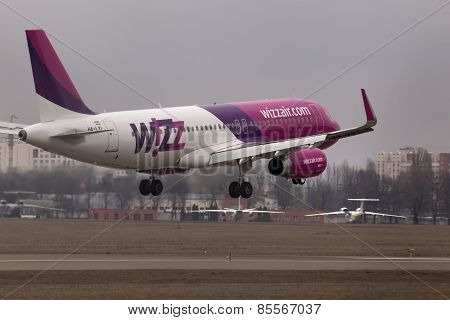 Wizz Air Airbus A320-232 aircraft landing on the runway