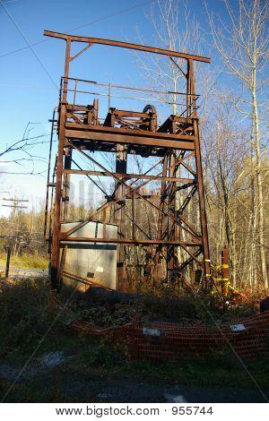 Abandonada mina del eje de entrada