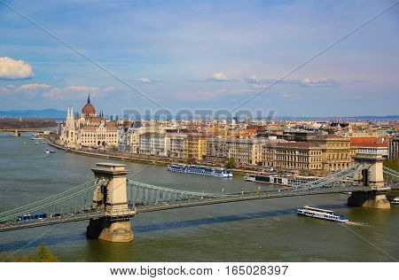 Vie on the Danube river, Budapest and bridges