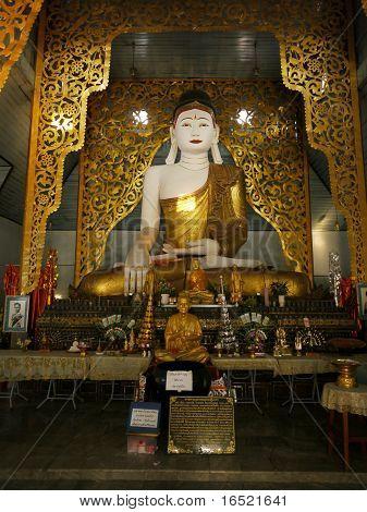 Interior And Buddha Image At Wat Jong Kham In Mae Hong Son