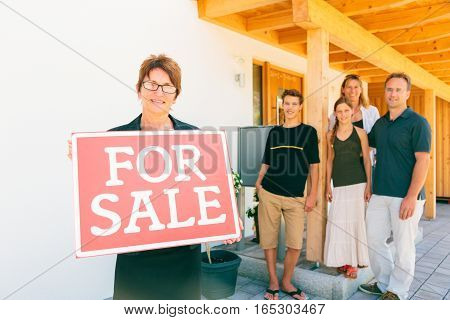 realtor with german family selling their home