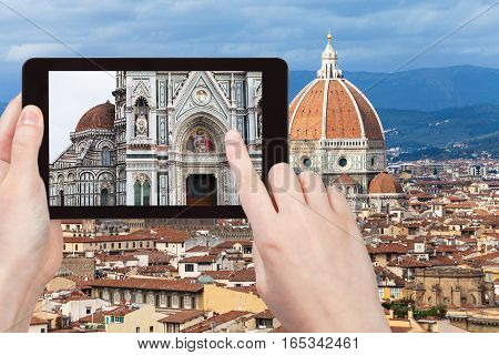 Tourist Photographs Walls Of Duomo In Florence