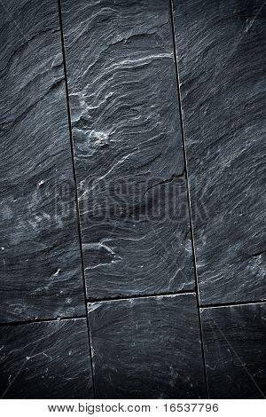 Bruch der schwarzen Schiefer Wand mit scharfen Textur