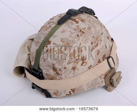 Moderne Usmc Lwh Bekämpfung Helm mit Komplettpaket befestigt.