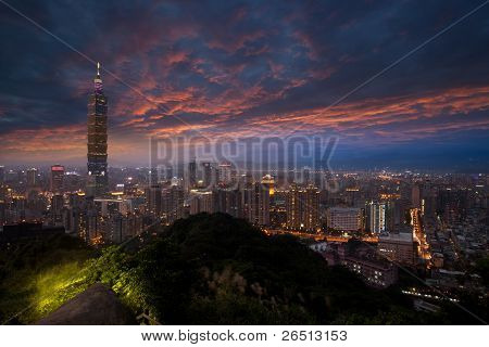 A view to a beautiful and a clear evening, looking at Taipei