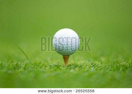 Bola de golfe no Tee
