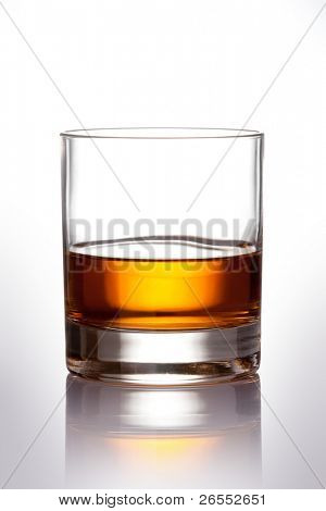 Glas Scotch Whiskey with Clipping path
