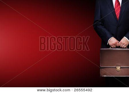 pessoa de negócios segurando uma maleta