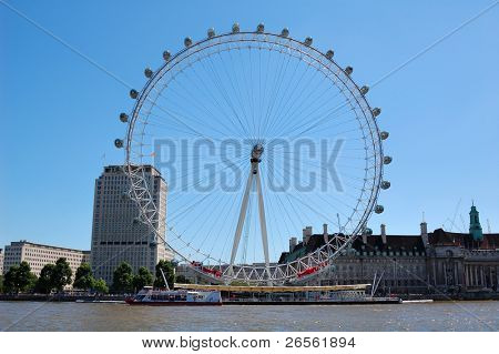 The London Eye seen from the other side of the Thames in a clear day