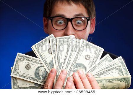 Homem com dinheiro.