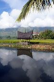 picture of minangkabau  - Water and house SAmosir island Toba Sumatra - JPG