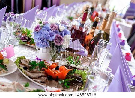 Decorações de mesa de casamento com alimentos e bebidas