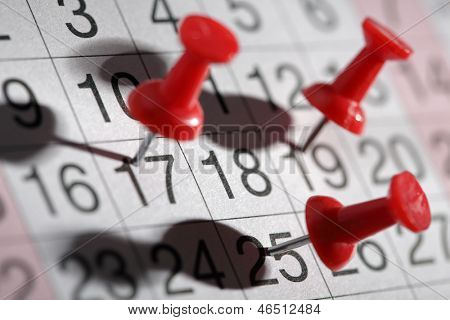 Important date or meeting appointment reminder concept thumbtack on calendar
