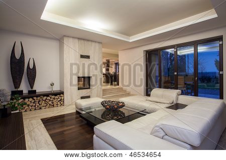 Travertine House - Luxurious Living Room