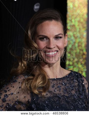"""LOS ANGELES - DEC 05:  HILARY SWANK arriving to """"New Year's Eve"""" World Premiere  on December 5, 2011 in Hollywood, CA"""