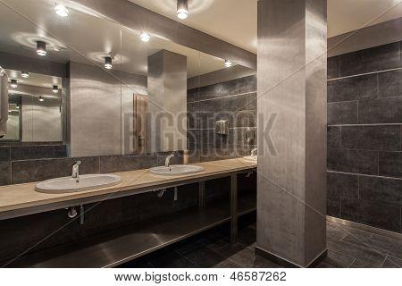 Woodland Hotel - Public Bathroom Interior