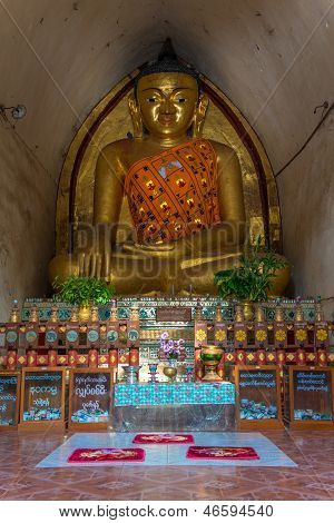 Buddha statutes in Old Bagan, Mandalay, Burma
