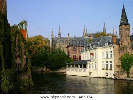 Hotel On Canal