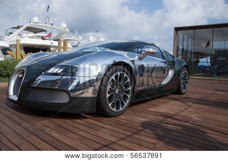 Bugatti Veyron green and aluminum