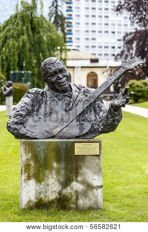Statue To B.b. King In Montreux