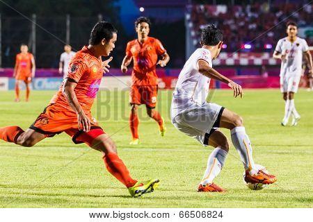 Sisaket Thailand-june 8: Piyaphon Phanichakul Of Muangthong Utd. (white) In Action During Thai Premi