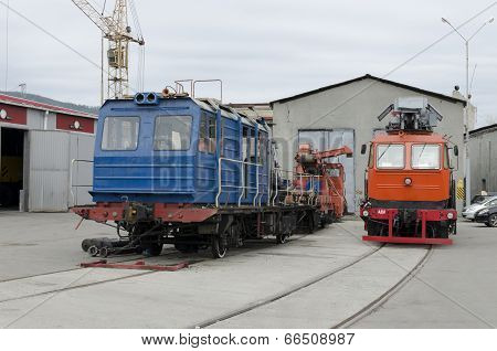 Railcar traveling for repairing contact network. Track special machinery