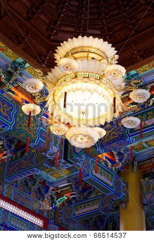 Chandelier In Chinese Tempel