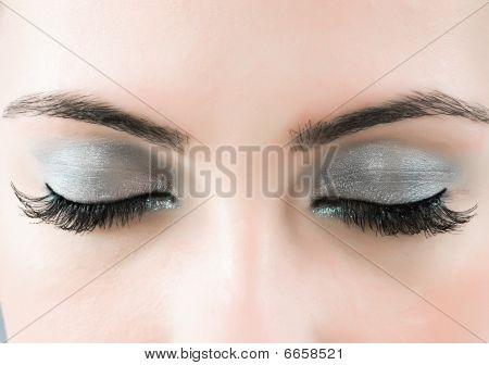 Close-Up do rosto com maquiagem linda