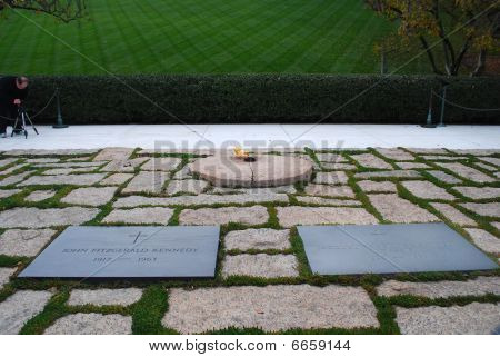 Graves of Jack and Jacqueline Kennedy